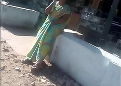 SATIN SILK SARE AUNTY FINGERING IN PUBLIC